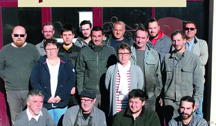 Photo de groupe des salariés de la SARL Batoufer, entreprise artisanale du secteur funéraire.