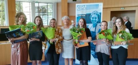 Leslie, Malika, Alizée, Nathalie Sebille, enseignante en esthétique au centre de formation de Lagord,  Marina, Manon et Clémentine.